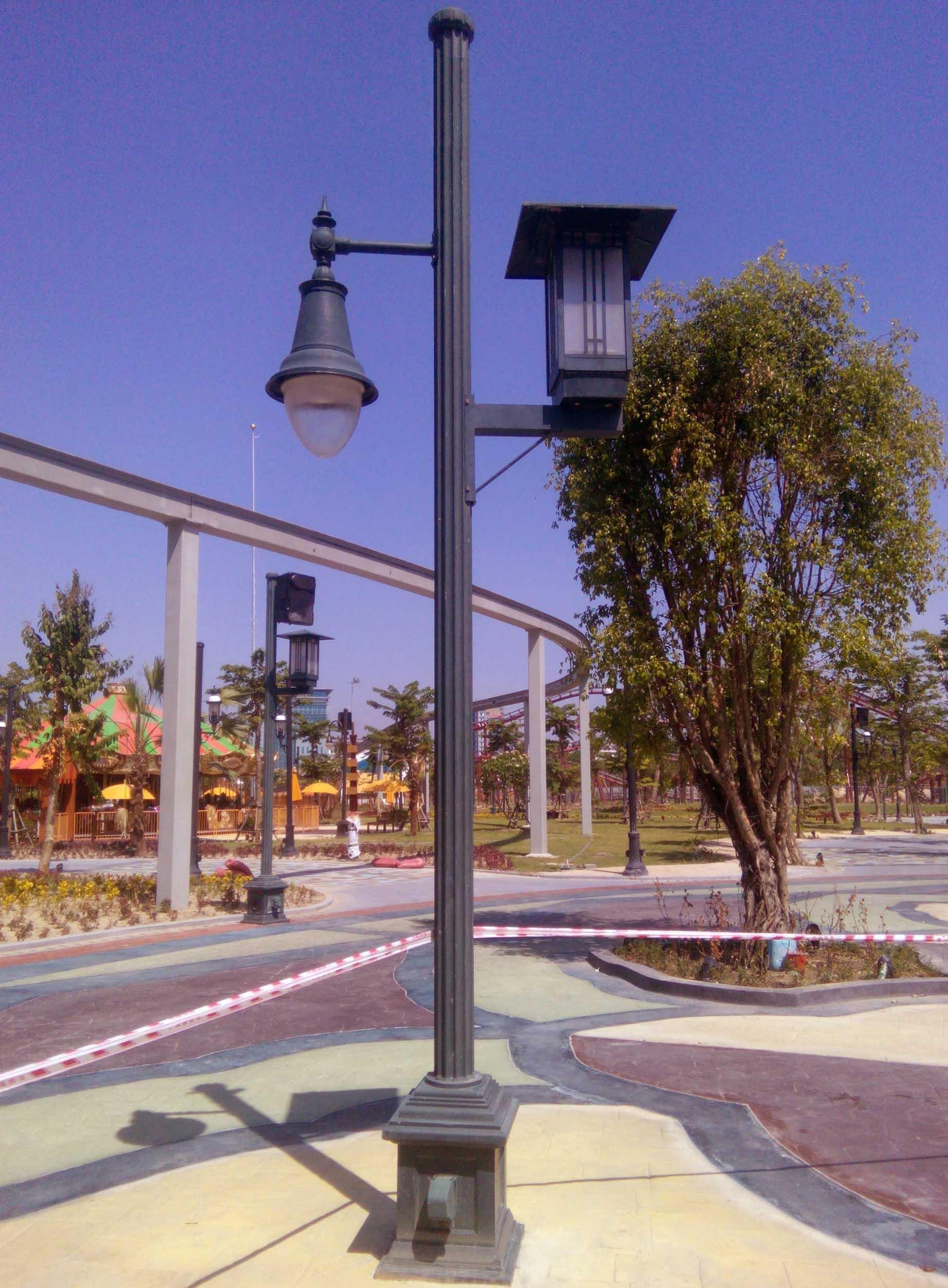 Trụ đèn sân vườn APC kiểu 2 tay tròn và vuông