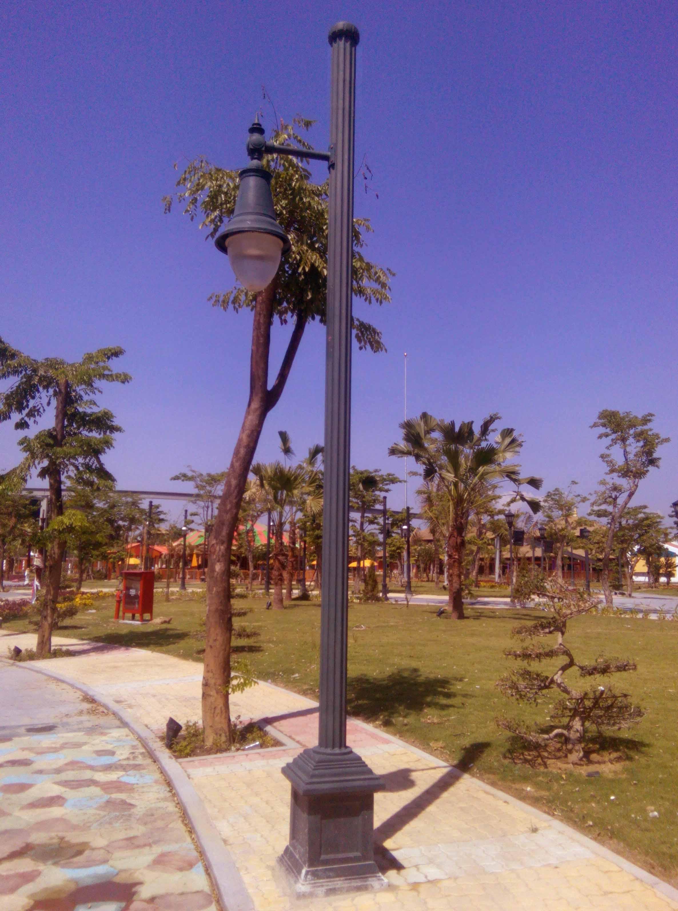 Trụ đèn sân vườn APC kiểu 1 tay tròn