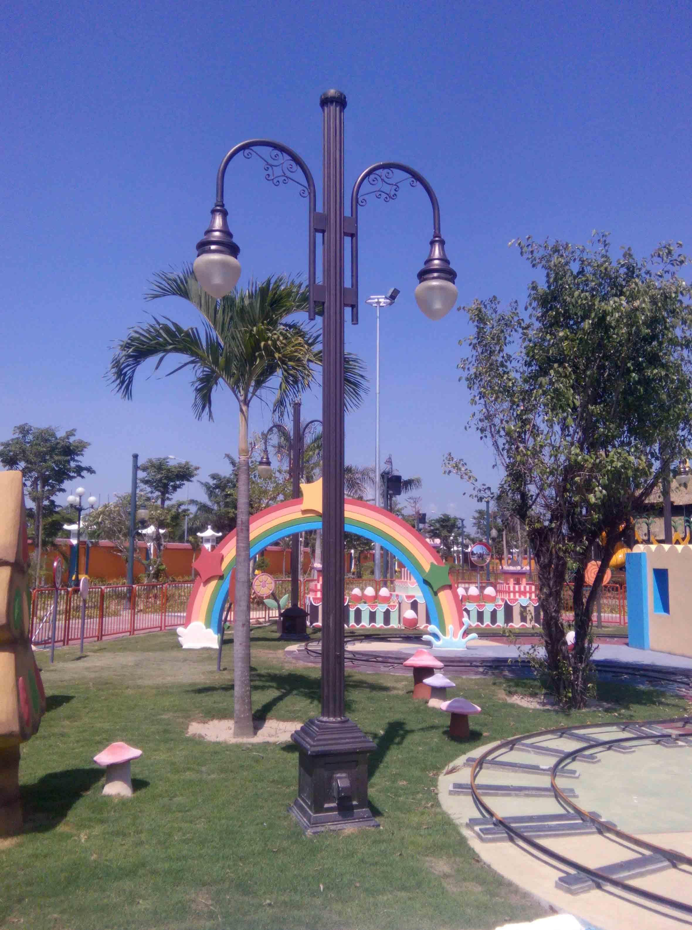 Trụ đèn sân vườn TAB APC kiểu 2 tay tròn